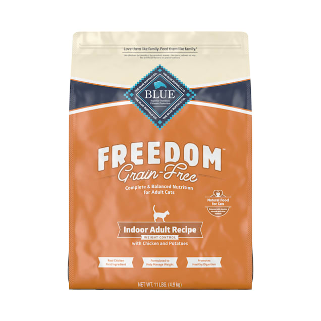 Blue Buffalo Blue Freedom Grain-Free Indoor Weight Control Chicken Recipe Dry Cat Food, 11 lbs. - Carousel image #1