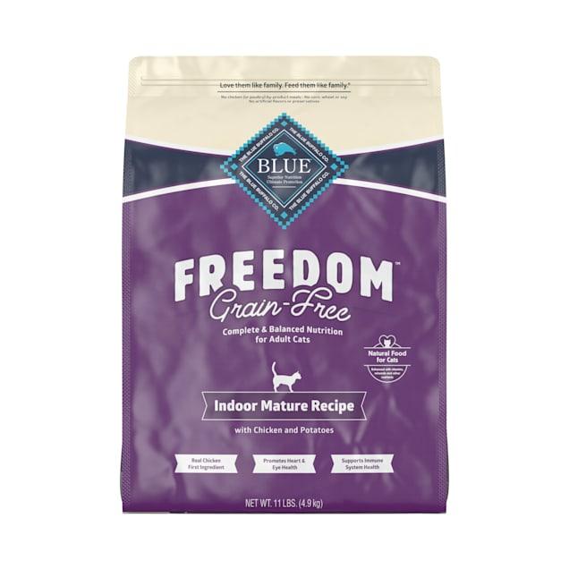 Blue Buffalo Blue Freedom Grain-Free Mature Indoor Chicken Recipe Dry Cat Food, 11 lbs. - Carousel image #1