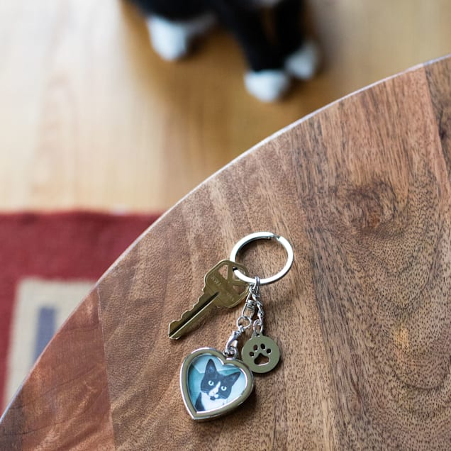 Pearhead Pet Heart-Shaped Photo and Pawprint Charm Metal Keychain - Carousel image #1